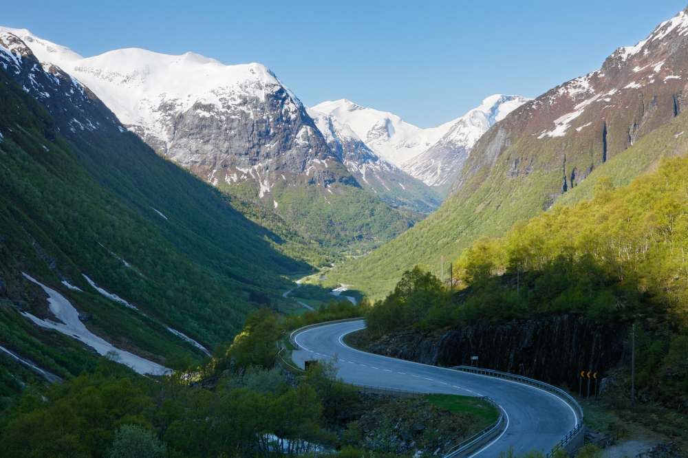 valley_stryn_spring_morning_1134_1136
